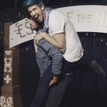 Ill always be there to hold you up @JoeyGraceffa ✨ What an amazing welcome for #EscapeTheNight! #proudbf #vidcon https://t.co/NoXbuGSr2r