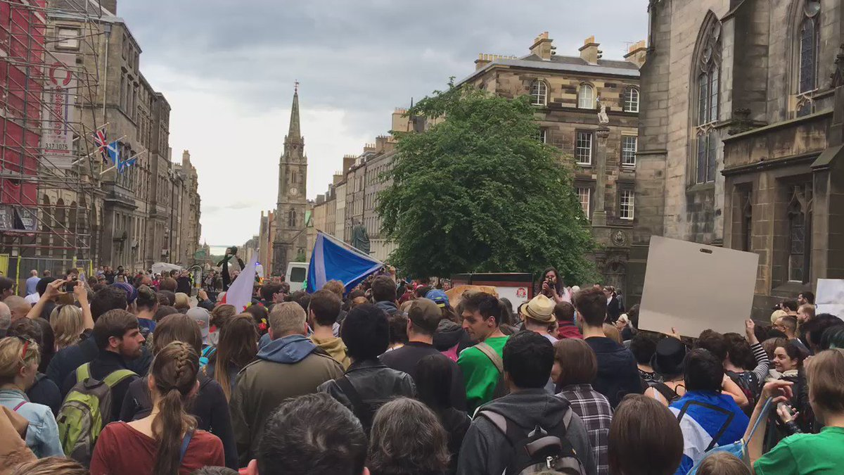 Marching down to the parliament now... #letscotlandstay https://t.co/blBNuvMdkL