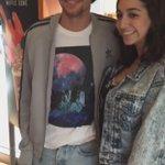 VÍDEO: Louis com uma fã no Starbucks em Los Angeles, Califórnia, hoje.  https://t.co/F1vame0kTa