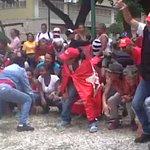 ¡RIDÍCULOS! Pueblo luchando por el revocatorio y chavistas bailando canción Thriller de Michael Jackson #Venezuela https://t.co/3eoa5gCZ1s