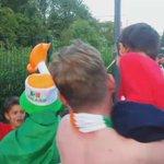 Quand les supporters irlandais dansent avec les enfants du secours populaire..❤ (@SecoursPop) https://t.co/cbABzZaSrG