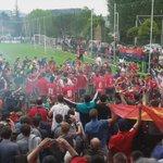 Así han celebrado los jugadores de #OsasunaPromesas el ascenso a #2B. Enhorabuena @JulenHualde95 y @EnrikeBarja11 👏👏 https://t.co/PmLpsrkazC