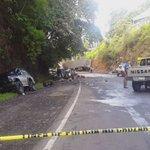 Fatal accidente carretera  al pto. La Libertad km 22.5. 4 muertos y un lesionado. Rastra y 2 autos. @elsalvadorcom https://t.co/sSkQJdNiNJ