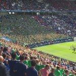 Lhommage des supporters irlandais devant leurs joueurs qui restent sur la pelouse. Vibrant ! #FRAIRL ???????????????? https://t.co/29TOuQk8iK