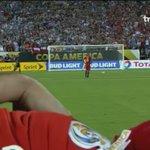 Los dos mejores en sus equipos respectivamente fallaron. Vidal sonríe al final y Messi llora. ???? https://t.co/3XWUIGVlZe