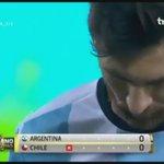 """المعلق الأرجنتيني رفع ميسي للسماء ثم خسف به الأرض في 7 ثواني 😂 """"ميسي قد يفعل كل شيء لكن ليس في النهائيات"""" https://t.co/GL5PGkvGnU"""