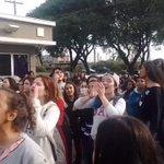 O PESSOAL NA FRENTE DO HOTEL #5HnoBrasil https://t.co/CvqTKiqslr