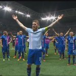 #ISL claps in unison with their fans after knocked out #ENG at #EURO2016. What a moment. #ENGISL https://t.co/udqfXnACvv