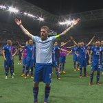 クソかっこ良い、アイスランド勝利の儀式 https://t.co/z6i8Flcdet