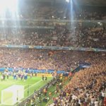 ESPECTACULAR. Así celebraron los jugadores de Islandia con su hinchada tras eliminar a Inglaterra. https://t.co/mMdNJ1VIVA