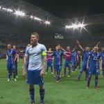 QUE EMOCIÓN!!! La peculiar y emotiva celebración de #ICE en su clasificación en la #EURO2016 ¿Qué tal? https://t.co/o9igydPrEJ