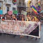 Cientos de personas se manifiestan ahora en Vitoria por el #OrgulloLGTBI https://t.co/sTw7F08SGD https://t.co/milTmYWb6U