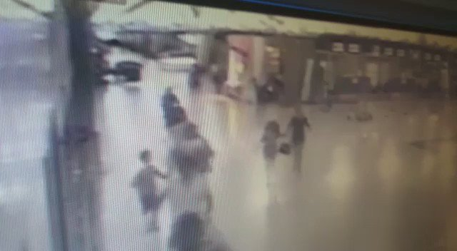 URGENT: CCTV of police shooting an #Istanbul airport attacker before he detonated himself https://t.co/mWdIwcxl7e https://t.co/ZxCcmPWjrD