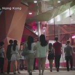 """إحدى دور """"السينما"""" في هونغ كونغ طلبت من الجمهور ألا يطفئوا هواتفهم .. شاهدوا الرسالة التي وصلتهم.. ثانية واحدة فقط.. https://t.co/O2b1tj5vaT"""