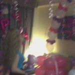 グアム時間の6/30の0時丁度に可愛いバルーンルームに変身したお部屋にサプライズで連れてきたら大号泣して喜んでくれたああああ〜〜🙀💖💜僕まで泣きそう。。。おめでとうプリンセスぺこりん👸🏼🎀✨✨ https://t.co/JSnjBXo8Gs