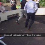 Mooi, ook Nasser El Jackson doet mee met informatiemarkt op Rubensplein #Tilburg en motiveert aanwezige kids. #panna https://t.co/i1VwpEhSqr
