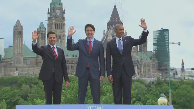 .@CanadianPM @POTUS & @EPN take a break during #NALS2016 for a quick photo-op in front of #Parliament Hill #cdnpoli https://t.co/ck3g5U0Tpt