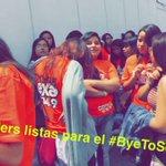 Coders guardando su lugar y súper listas para que empiece el #ByeToSchool de @CD9 😎🎉 ¿Ya vienen para acá? https://t.co/fblZkUyTAH