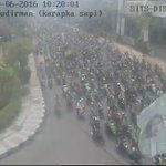 H-5 Lebaran terlihat arus mudik hijau-hijau sudah mulai melintasi Surabaya. #PersebayAtaoeMati https://t.co/JSXQxAVnUy