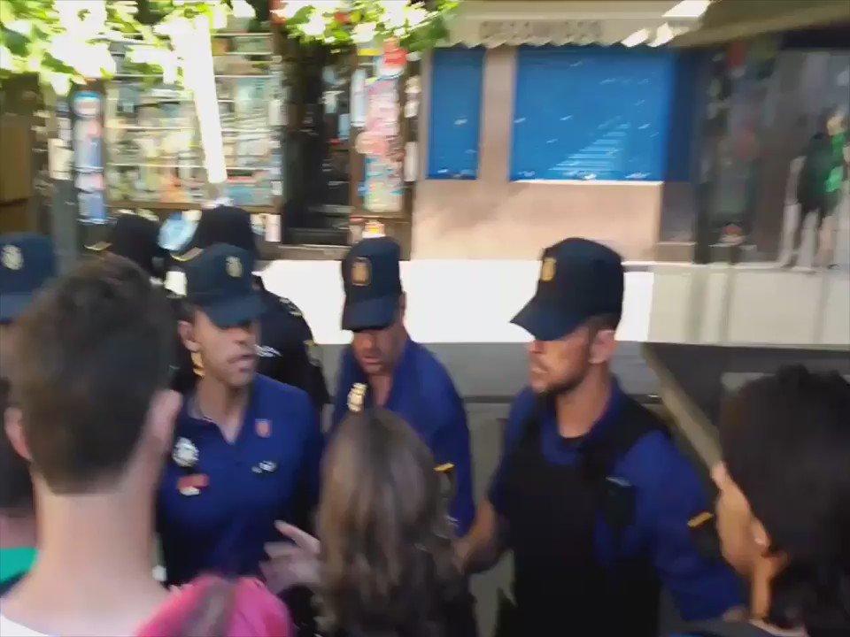 .@juancarlosmohr nos pasa este vídeo. Atentas al cuadro rojo. #MaxiSeQueda #Vergüenza https://t.co/C5sv2nu5vd