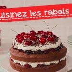 Un gâteau Forêt-Noire nappé de crème fouettée et débordant de cerises: WOW! #cuisinezrabais https://t.co/OaLBaowfZ4 https://t.co/I4XLEnmdEn