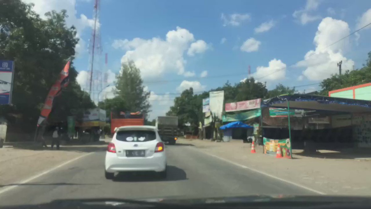 Gondang ke arah Ngawi lancar, featuring bis dan truk yang berseliweran. #rindutfxpulkam Cc: @infoll @pulkam https://t.co/VyOQocEw8S