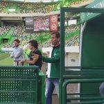 A entrada da equipa de futebol em Alvalade! #ParabénsSporting https://t.co/8EEm17bxXz