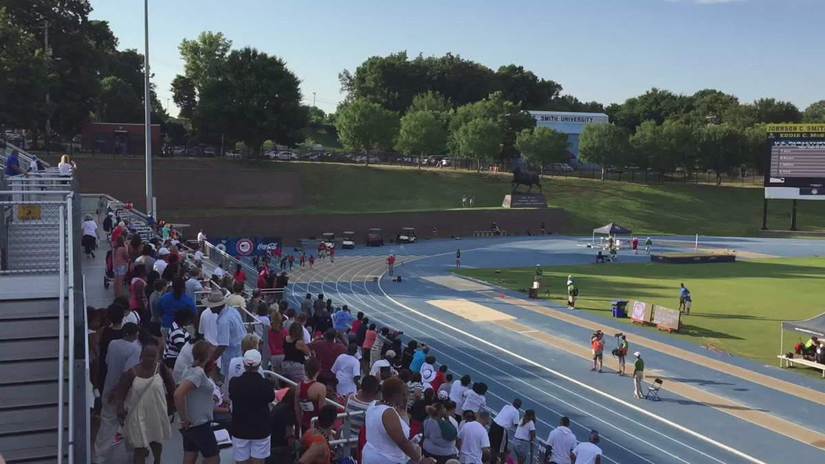 Para trials men's 100m w. @LexGillette @wesley_boma_ye @Mr_Jerome_Avery @drb1019 good job boys! https://t.co/YNge020uUG