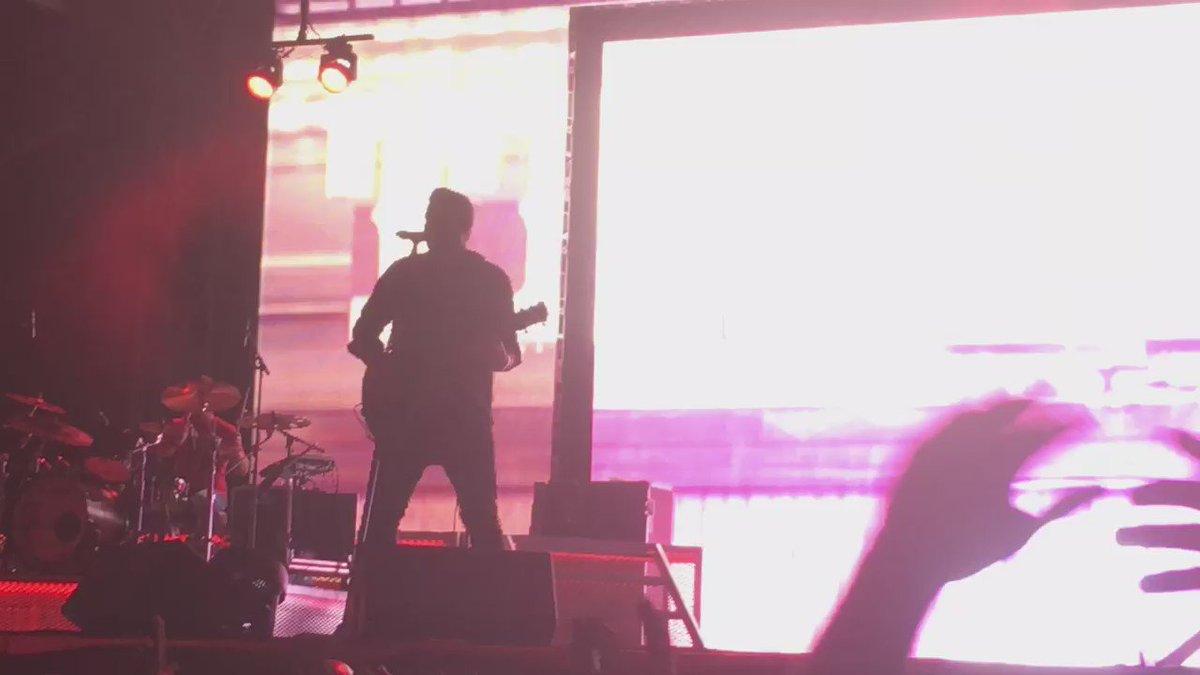 .@ChrisYoungMusic is KILLING IT at @Trackside_Fest right now, holy hell! #KickItTrackside #UpgradeMe https://t.co/vA0kDwaUKj