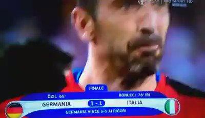 Per noi #EURO2016 finisce così, con le lacrime di #Buffon...Solo applausi per gli azzurri! https://t.co/MTNt7QbdiL https://t.co/eKdTgUouFZ
