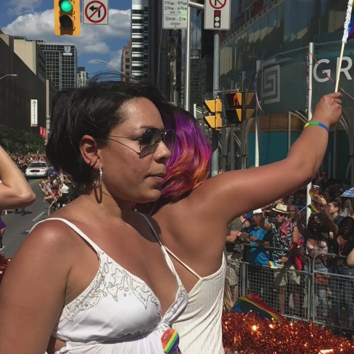 Live from the streets of TO! @OITNB shakin' it on the @Netflix_CA float! #PrideTO #orangewillsetyoufree https://t.co/v9XztGfcqd
