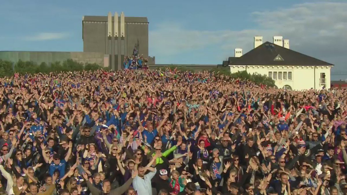 Iceland's football team arrive home. What a welcome this is. https://t.co/fF3vl1mIhP
