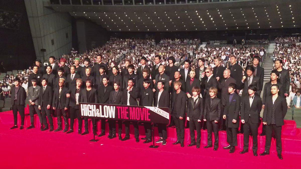 #AKIRA さんの掛け声とともに会場のみんなが一つに!  今日は「HiGH & LOW THE MOVIE」完成披露試写会会場の様子をお届けします!  #HiGH_LOW #HL_SWORD https://t.co/iiY4OhBTsn