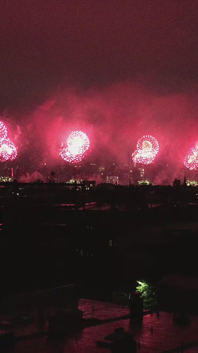 The #MacysFireworks from my Brooklyn balcony. It's my first 4th as a U.S. resident. https://t.co/Y3oIFRRCH2