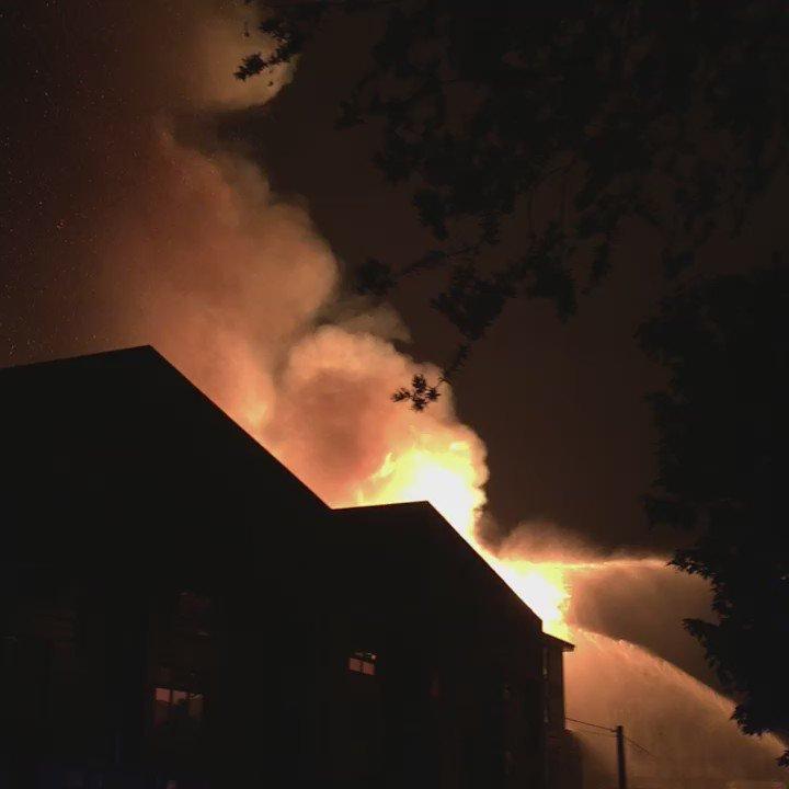 #fire #emeryville https://t.co/tRUlPo05K9