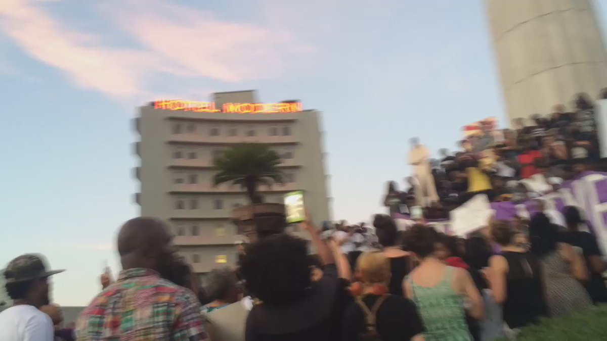 Sunset over New Orleans at Lee Circle right now. https://t.co/U44PPhqq3E