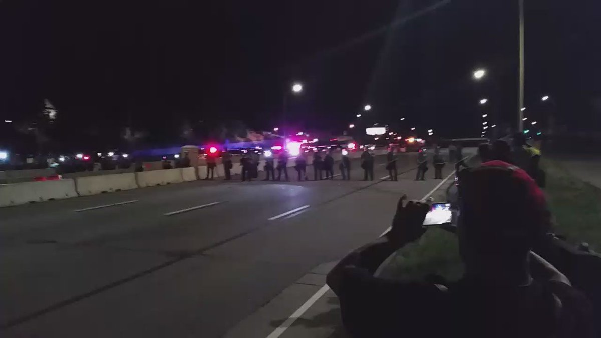 Now police are shooting rubber bullets.  #PhilandoCastile #i94closed https://t.co/ZLbcHOUhU5