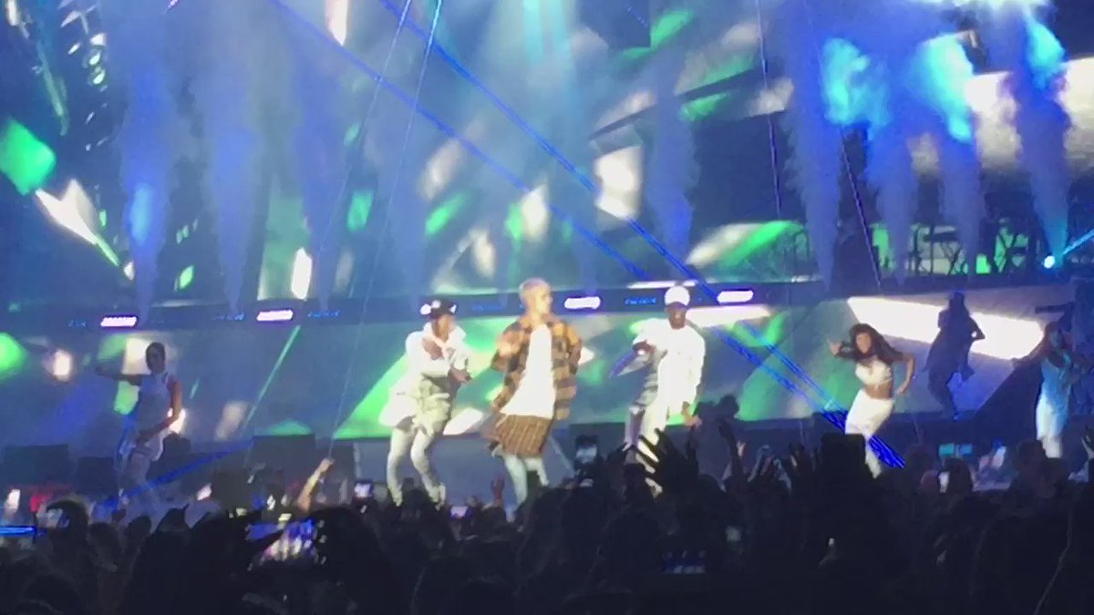 Hope @justinbieber is ok after hurting himself on stage. Thanks for making this a night to remember #justinbieber https://t.co/a5yicJji6I