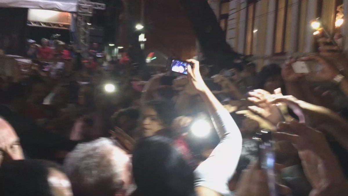 #JCPolítica Chegada de Lula à Avenida Rio Branco provocou festa entre as pessoas que o aguardavam https://t.co/TzvoL78aUx