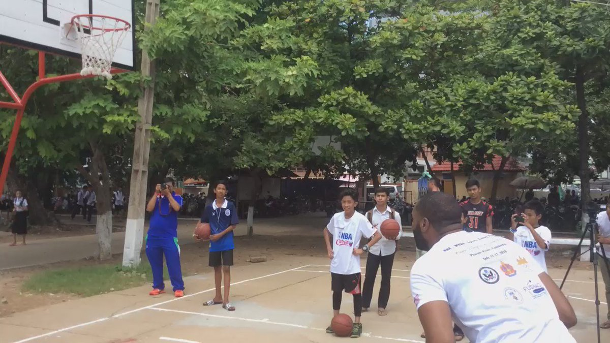 @NBA @MiamiHEAT's @WayneElli22 makes 1st dunk at renovated court in #Cambodia @SportsDiplomacy @nbacares @StateDept https://t.co/XrilLFpbrd
