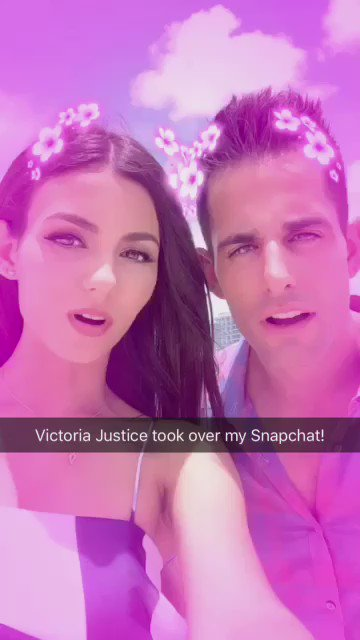 This is what it looks like when @VictoriaJustice takes over your Snapchat!  She joins us on @decodrive tonight! https://t.co/D9Xg2duHqU
