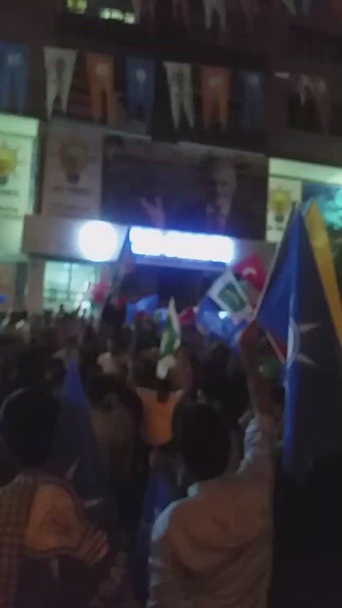 """Diyarbakır meydanlarında Kürtçe """"Cihadımız Kutlu olsun"""" marşları ile inliyor.. #MilletçeMeydanlardayız https://t.co/iQ3iLrzHWS"""