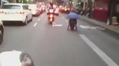Enxampen un home baixant a tota pastilla pel carril bus del carrer Muntaner... en cadira de rodes!! https://t.co/7kBfNJaQmH