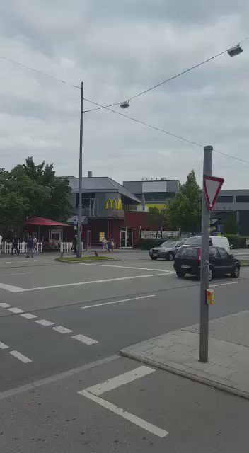 BREAKING: Shooting on the streets of Munich #VIDEO #München - several attacks in different locations https://t.co/Q6Rp3dthLz
