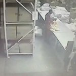 Business robbery in Laudium: Do you know the gunmen? One face is clearly visible. VIDEO #CrimeMustFall https://t.co/yCgdA3QzUq