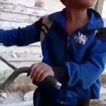 """قوة إيمان طفل سوري ..""""إنها إرادة  الله هو اللي يكتب من بده يموت و من بده يعيش"""" إيمانٌ عميق وصمود في زمن المحن https://t.co/ycP3W68Ozn"""