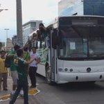 La barra del León, como el equipo, hace su arribo al estadio en autobús @ESPNmx https://t.co/QjBpcAFTvr