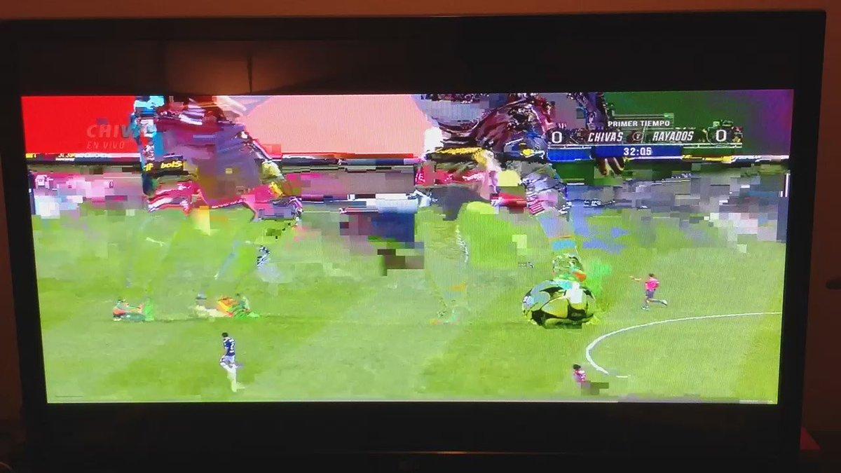 Excelente la producción del @Chivas vs. @Rayados en @ChivasTVOficial pero un asco la señal.¿Para esto pagué $216?