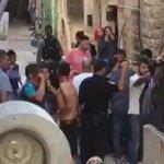 شاهد  وسط صراخ الأهالي.. قوات الاحتلال تعتدي على سكان عقبة الخالدية بالبلدة القديمة قبل قليل https://t.co/9M5UK8fEpt