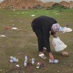 الاعلامي محمد يكشف عن سوء تصرف بعض الزائرين لـ #خريف_صلالة_2016 قاموا برمي المخلفات على الارض بعد تركهم المكان https://t.co/NfbL4ZtO65